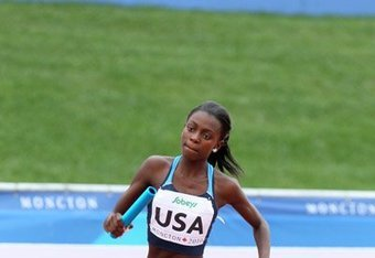 Diamond Dixon runs relay at the Pan-American games.