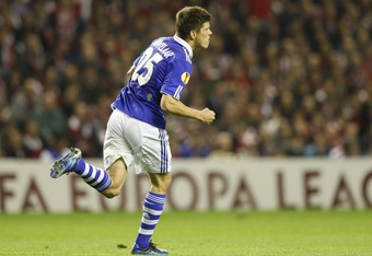 BILBAO, SPAIN - APRIL 05: Klaas-Jan Huntelaar of FC Schalke 04 celebrates after scoring his side opening goal during the UEFA Europa League quarter-final second leg match between Athletic Bilbao and FC Schalke 04 at San Mames Stadium on April 5, 2012 in B