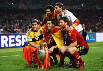 KIEV, UKRAINE - JULY 01:  (L-R) Iker Casillas, Raul Albiol, Alvaro Arbeloa, Sergio Ramos and Xabi Alonso of Spain celebrate with the trophy following victory in the UEFA EURO 2012 final match between Spain and Italy at the Olympic Stadium on July 1, 2012