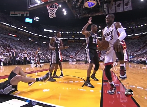OUCH! Dwyane Wade bangs knees with Ginobili and comes up limping. He's staying on the court.