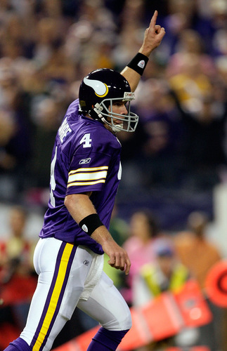 brett favre vikings celebrating. Images). MINNEAPOLIS