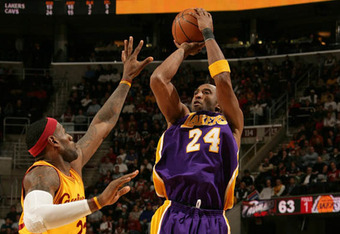 036cf_on-court-kobe-bryant-vs-lebron-james-4_crop_340x234