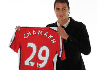 VIDEO: Marouane Chamakh meets Wenger to recieve his Arsenal 29 shirt