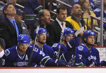 Canucksbench2729978c344c6096831ba6ae4903ebcb-getty-98569861rl22_blackhawks_canucks1_crop_340x234