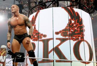 Randy-orton-after-winning-the-match-at-wrestlemania-26_crop_340x234