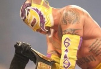 Mysterio-wwe-champ-wwe-fatal-4-way-ppv-255x300_crop_340x234
