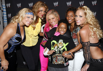 Rozonda-chilli-thomas-and-wwe-4-divas-beth-phoenix-michelle-mccool-natalya-rosa-mendes-jillian-hall-tron_crop_340x234