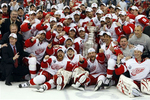 Large_080604-red-wings-stanley-cup-pose_crop_150x100