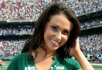 Jenn-sterger-jets_crop_340x234
