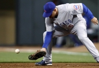 Chicago-cubs-first-baseman-micah-hoffpauir-makes-fielding-error-against-the-san-francisco-giants-san-francisco_crop_340x234