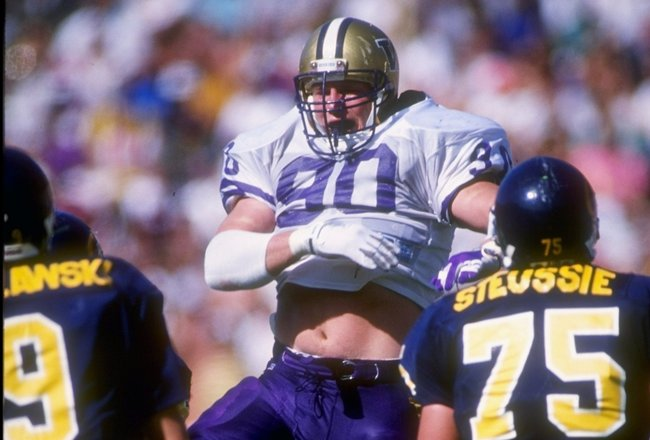 19 Oct 1991: Defensive tackle Steve Emtman of the Washington Huskies tries to break through the line during a game against the California Bears at Memorial Stadium in Berkeley, California. Washington won the game 24-17.