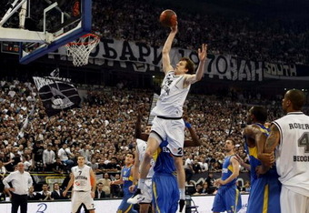 Jan-vesely-dunking_crop_340x234