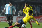 Tevez-intenta-carlitos-guarin-aguilar_claima20110706_0270_19_crop_150x100