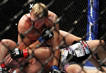 Gustafsson_posts_huge_ufc_win_with_secondround_stoppage_of_hamill_crop_340x234