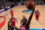Jrue_holiday_dunks_on_rodrigue_beaubois_2_crop_150x100