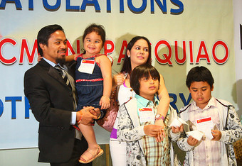 Manny_pacquiao_and_his_family_crop_340x234