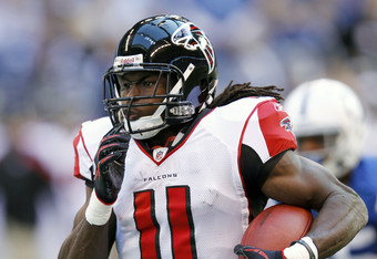 Julio Jones just scored a touchdown to help the Falcons take the lead 24-23.