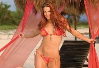 Hot-wwe-diva-lita-in-bikini-499x307_crop_340x234