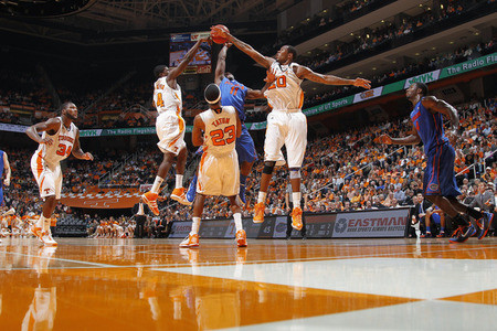 Tennessee Basketball: How the Vols New Offense Affected the Win over Florida