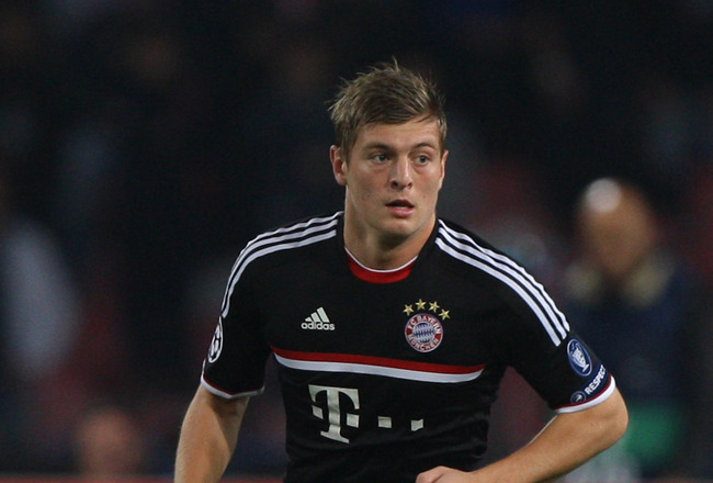NAPLES, ITALY - OCTOBER 18:  Toni Kroos of FC Bayern Muenchen in action during the UEFA Champions League Group A match between SSC Napoli and FC Bayern Muenchen at Stadio San Paolo on October 18, 2011 in Naples, Italy.  (Photo by Paolo Bruno/Getty Images)