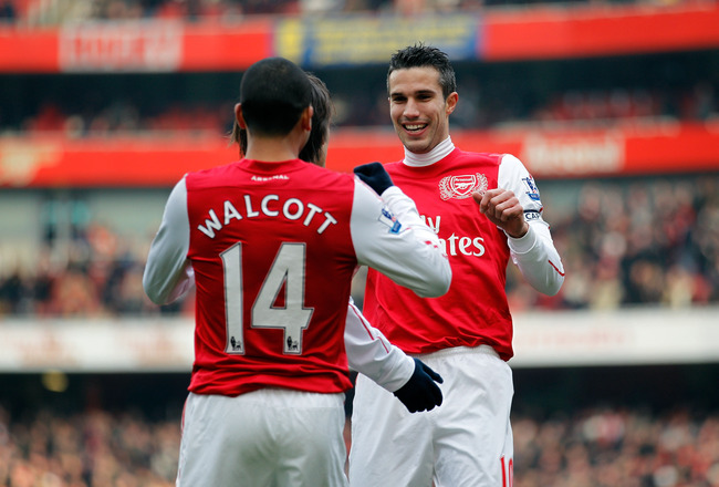 LONDON, ENGLAND - FEBRUARY 04:  Robin van Persie of Arsenal celebrates with teammates after scoring the first goal during the Barclays Premier League match between Arsenal and Blackburn Rovers at Emirates Stadium on February 4, 2012 in London, England.  (Photo by Paul Gilham/Getty Images)