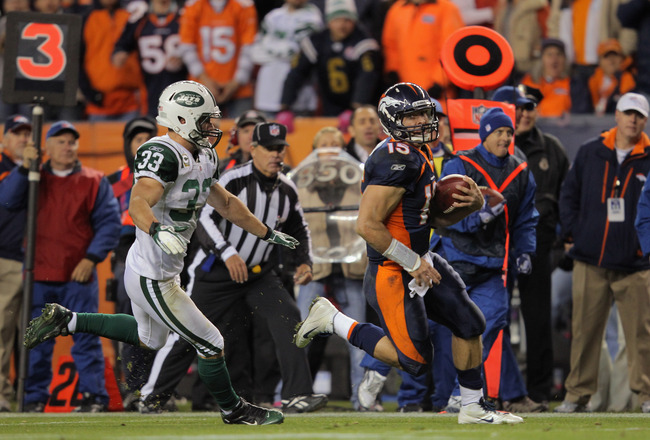 DENVER, CO - NOVEMBER 17:  Quarterback Tim Tebow #15 of the Denver Broncos eludes Eric Smith #33 of the New York Jets and rushes 20 yards for a touchdown in the fourth quarter at Sports Authority Field at Mile High on November 17, 2011 in Denver, Colorado. The Broncos defeated the Jets 17-13.  (Photo by Doug Pensinger/Getty Images)