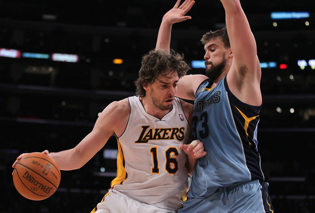 PAU GASOL: PAU GASOL carries frontcourt w/ Bynum out