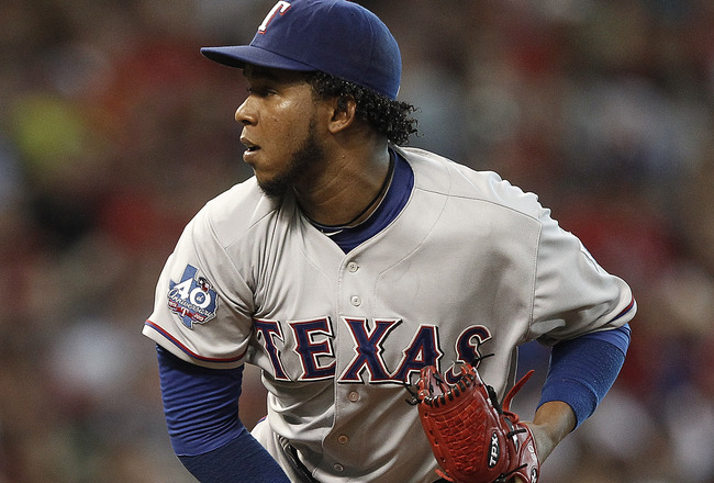 Rangers' Feliz Lands On DL With Elbow Inflammation