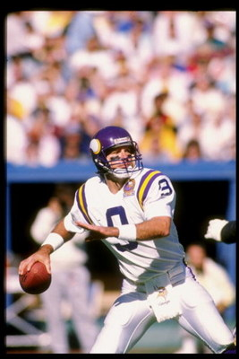 1989-1990:  Quarterback Tommy Kramer of the Minnesota Vikings prepares to pass the ball during a game against the Pittsburgh Steelers at Three Rivers Stadium in Pittsburgh, Pennsylvania.  The Steelers won the game 27-14. Mandatory Credit: Rick Stewart  /A
