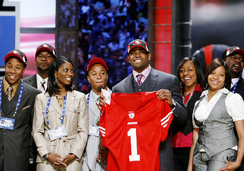 Michael-crabtree-alongside-family-and-friends-on-the-nfl-s-draft-day-proceedings_display_image