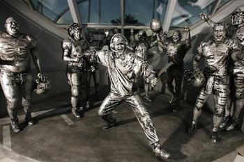 Bucstatues_display_image