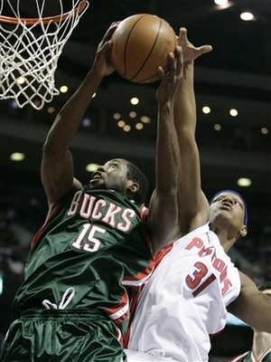 Capt_6ef41be664ed40b0bab3b11d589e7e2f_bucks_pistons_basketball_dtp102_display_image