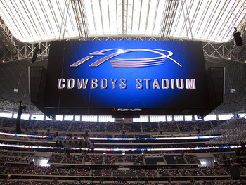 Controversy-in-the-new-cowboys-stadium_display_image
