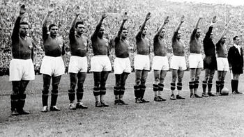 Soccer_a_fascistsalute_576_display_image