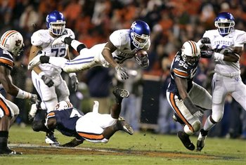 35983_kentucky_auburn_football_display_image