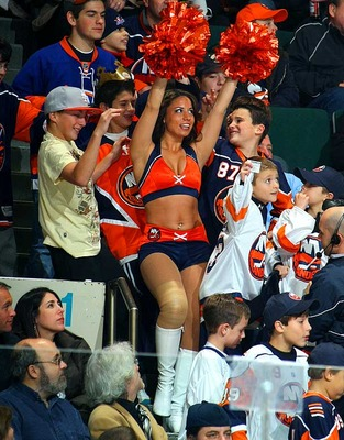 Islanders-cheerleader_display_image