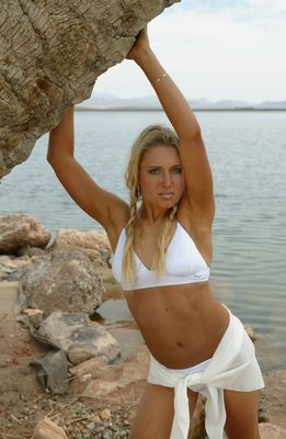 Natalie-gulbis-sex-symbol-of-lpga_display_image