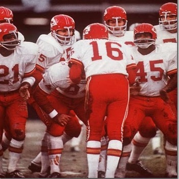 Chiefsoffensehuddle_display_image