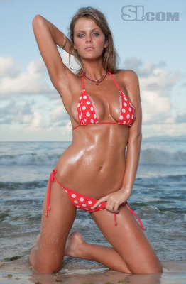 Brooklyn-decker-2009-sports-illustrated-swimsuit-issue-bikini-pics-mq-lq-hq-topless-pics-bodypaint-marisa-miller-bar-rafaeli-jessica-gomes-11_display_image