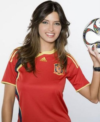 Sara_carbonero_spain_shirt_display_image