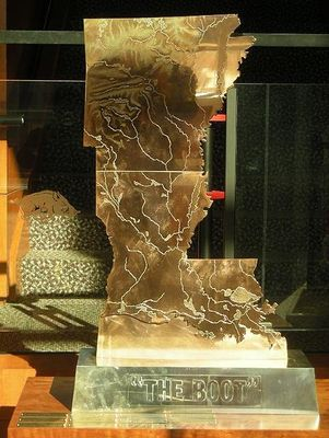 451px-the_boot_lsu-arkansas_display_image