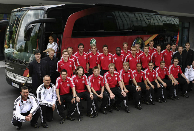 29_mercedes_provides_german_national_football_team_with_new_travego_bus_1_crop_650x440