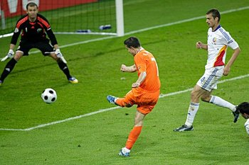 Robin-van-persie-vs-romania_display_image