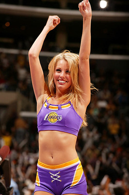 Lakers-girls-2_display_image
