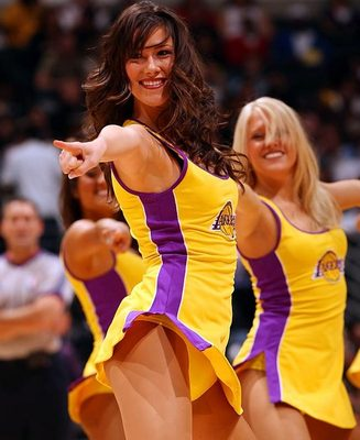 Lakers-girls-6_display_image