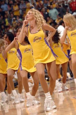 Lakers-girls-7_display_image