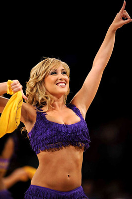 Lakers-girls-8_display_image