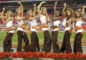 16texas-football-cheerleader_display_image