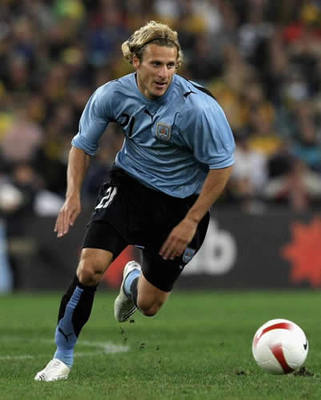 Diego-forlan_display_image_display_image