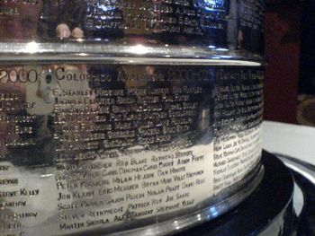 800px-stanleycupavs2000-01engraved_display_image